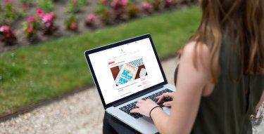Photo de visuel pour le calendrier universitaire avec ordinateur